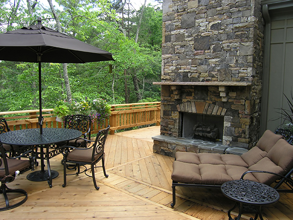 Southeastern Wisconsin deck builder- High Quality Contracting, Inc. example of outdoor fireplace